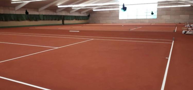 Neuer Boden für die Tennishalle